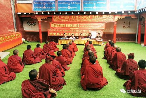 昌都市贡觉县多措并举开展九月民族团结宣传月活动
