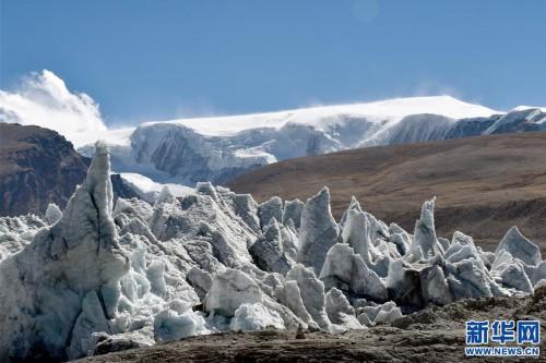 雄奇壮丽的岗布冰川