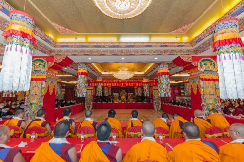 """藏传佛教第十六届""""拓然巴""""高级学衔授予仪式举行,32位学僧喜获殊荣!"""