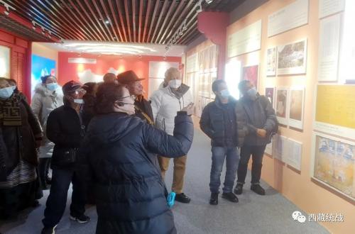 拉萨市组织定居藏胞 境外藏胞境内亲属代表集中参观藏传佛教活佛转世专题展