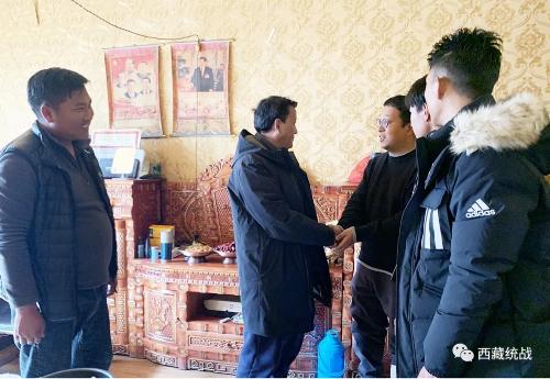 索县县委副书记、县长次仁龙培深入寺庙检查指导工作