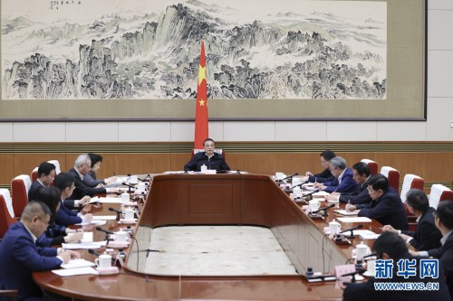李克强主持召开经济形势专家和企业家座谈会强调 扎实推动经济稳中加固向好 保持宏观政策连续性稳定性可持续性 韩正出席