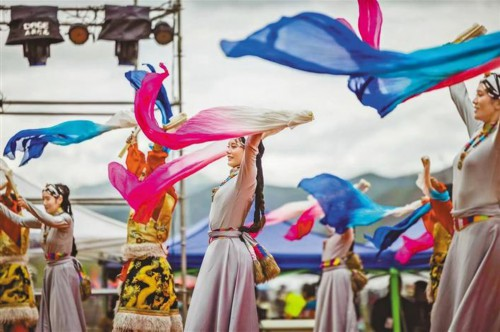 奔赴达木塘,共享一场草原盛会——霍尔巴青黑帐篷文化旅游艺术节见闻