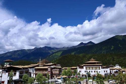 """【石榴花开 籽籽同心】西藏林芝鲁朗:""""一个美得让人不想家的地方"""""""