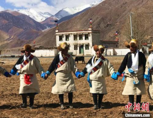 西藏农牧民乐享多彩文化生活