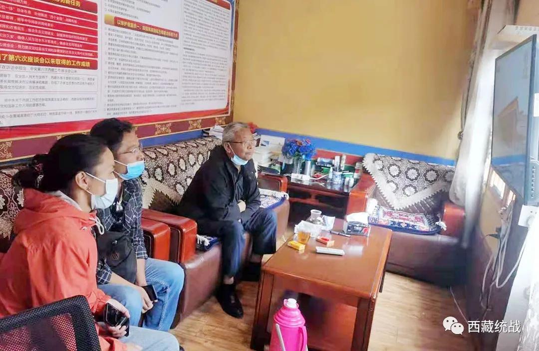拉萨市委统战部组织全市寺庙僧尼观看西藏和平解放70周年大会盛况