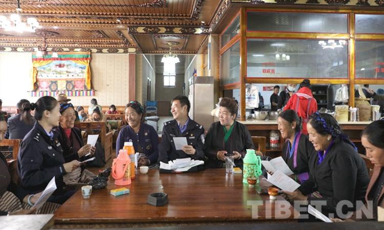 拉萨出入境边防检查站组织开展民族团结进步宣传教育活动