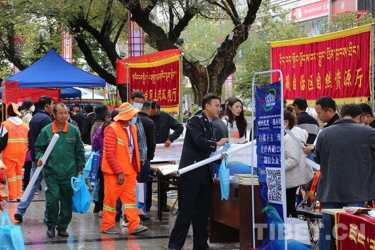 街头巷尾宣传忙 民族团结入人心