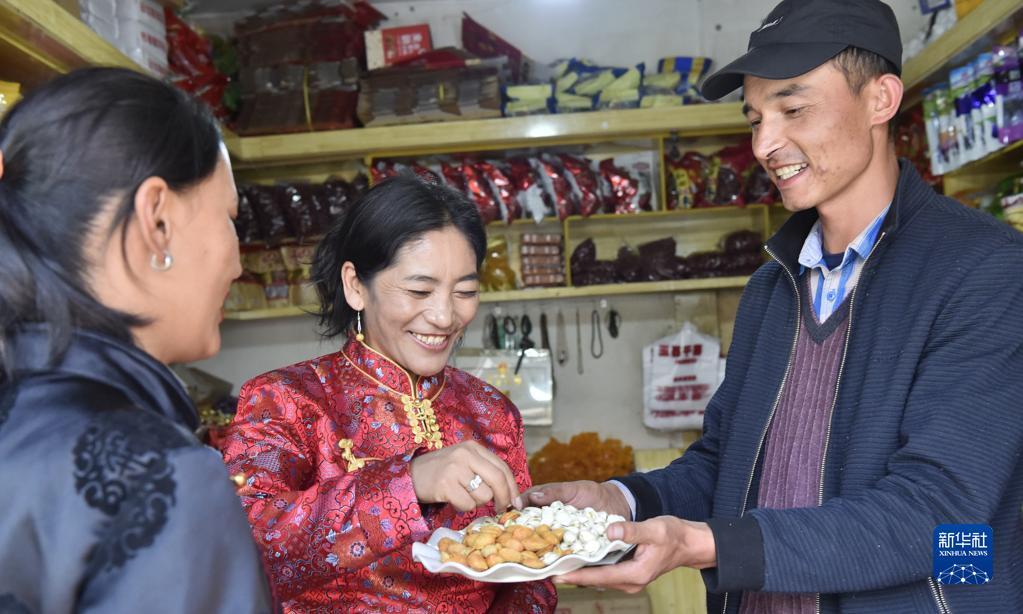 西藏:民族团结之花开遍狮泉河畔