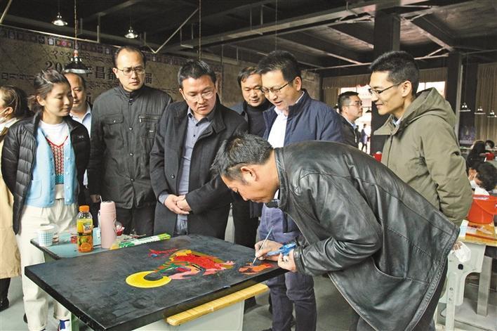用唐卡漆画描绘浓浓闽昌情—福建文化援藏进一步铸牢中华民族共同体意识