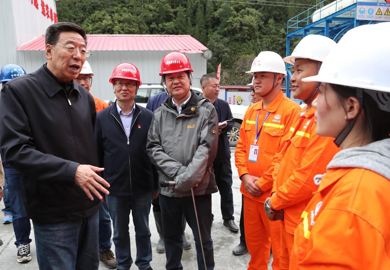 吴英杰在林芝市调研特色产业发展和重点项目建设情况