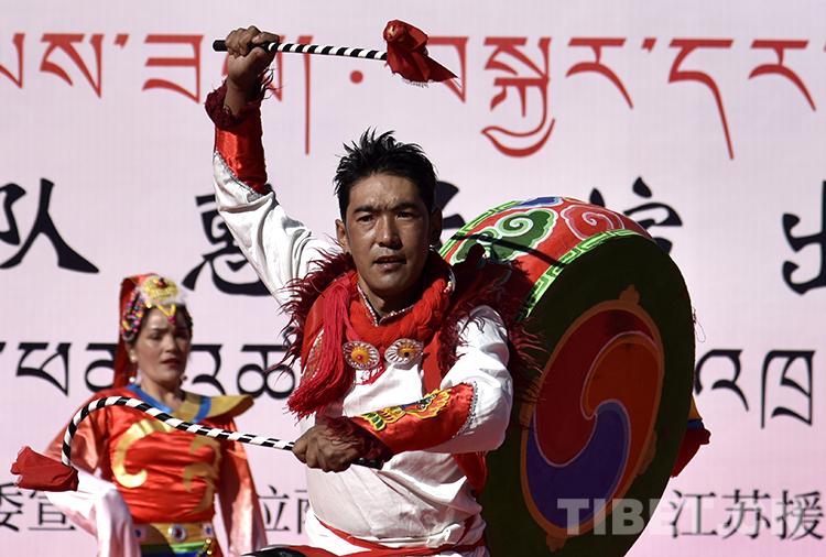西藏拉萨:惠民演出到县区